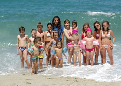Animazione con bambini sul mare