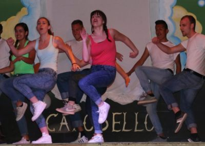 Animatori ballerini durante uno spettacolo al villaggio